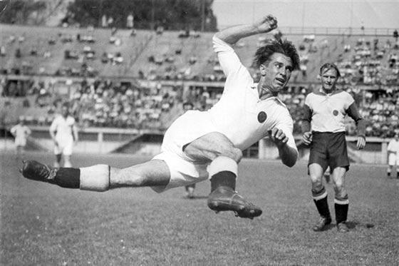 """Matthias Sindelar, il """"Mozart del calcio"""" che non si è piegato al nazismo"""