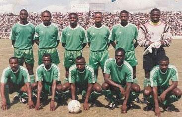 Zambia 1993. In piedi: Chomba, Kalusha Bwalya, Musonda, Mulenga, Soko, Chabala; Accosciati: Johnson Bwalya, Mutale, Mwila, Malitoli, Watiyakeni (http://www.zav.com.au)