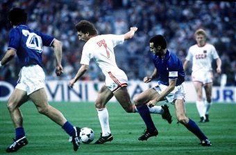 Aleinikov e Bergomi in una fase di URSS-Italia 2-0