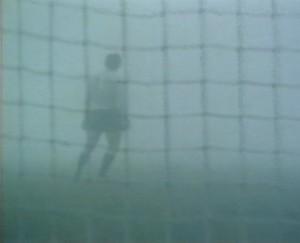 """18/12/1977: Zoff """"osserva"""" dalla sua porta il gol vincente di Tardelli"""