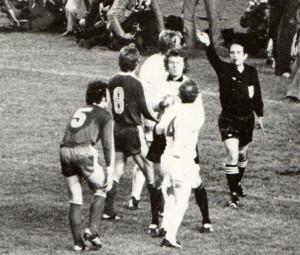 L'arbitro francese annulla il gol a Lorimer