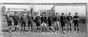Il Servette campione di Svizzera nel 1907 Wieland, Marcel Henneberg, Ponse, Frey, Mack, Dreyfuss, Maurice Henneberg, Megroz, Morier, Cooper, Zanello [da http://www.super-servette.ch]