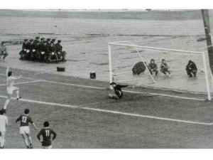 Chinaglia segna la rete vincente nel derby di ritorno
