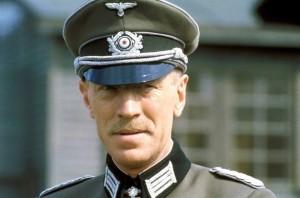 Max von Sydow nella parte del maggiore