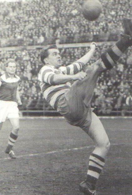 Ernst Happel con la maglia del Rapid con cui nel 1951 vince campionato austriaco e Mitropa