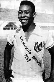 Un giovane Pelé con la maglia del Santos (1958)