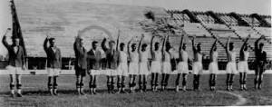 1931, Inaugurazione dello stadio Berta di Firenze (l'attuale Franchi). Bruno Neri è l'unico col braccio non alzato