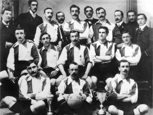 1903: L'Athletic Club Bilbao con la prima Copa de España. La prima edizione della Liga partirà nel 1928