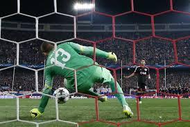 Çalhanoğlu croce e delizia del Bayer: gran gol all'andata, rigore terribile al ritorno