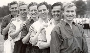 1950, Inghilterra in allenamento: Roy Bentley, Billy Wright, Tom Finney, Eddie Baily, Bill Eckersley e Wilf Mannion