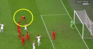 Nel 2-3 subito dalla Repubblica Ceca, per l'Olanda c'è anche un incredibile autogol di Van Persie su corner
