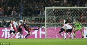 Messi segna l'1-0 al River Plate