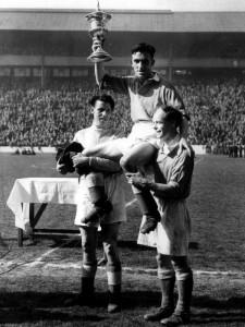 1946, Dunlop dell'Aberdeen solleva la Southern League Cup