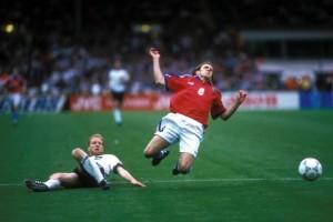Sammer, votato miglior giocatore di Euro '96 e futuro pallone d'oro, abbatte Poborsky in finale