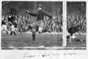 1924: Un'immagine dell'amichevole tra Liverpool e Sud Africa giocata ad Anfield Road