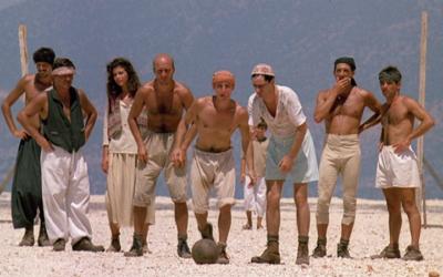 E in mezzo al film c'è la partita di pallone